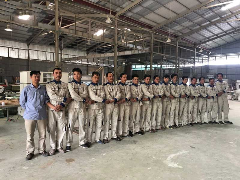 Đội ngũ nhân viên của Myhouse tại xưởng sản xuất