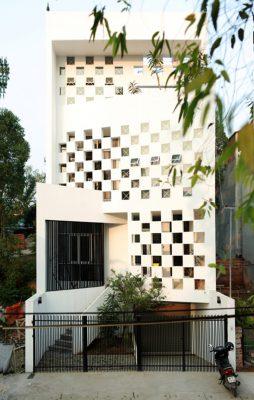 Thiết kế ô vuông tổ ong giups đósn gió cho nhà hướng tây