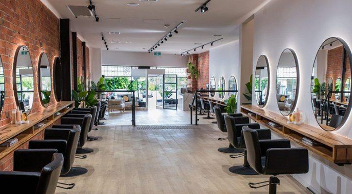 Thiết kế nội thất salon tóc đẹp hiện đại không gian xanh