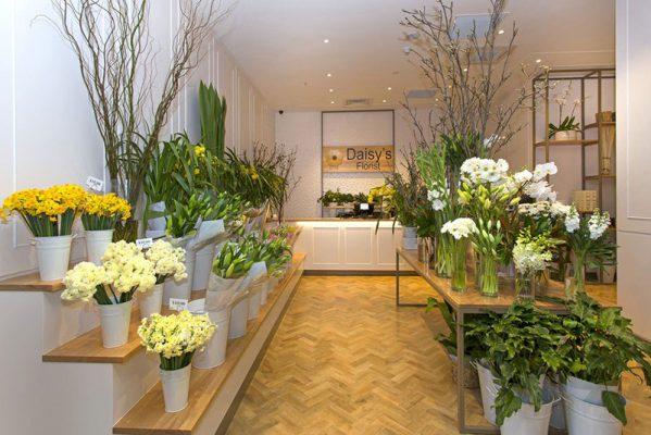 Khu trưng bày hoa trong shop hoa