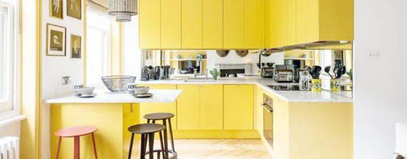 Nhà bếp hiện đại với tone màu vàng